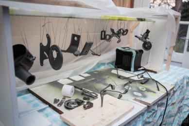 stand chauffage et peinture des pièces de moteur