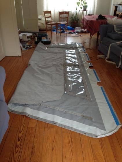 bimini avec sa fenêtre PVC transparente
