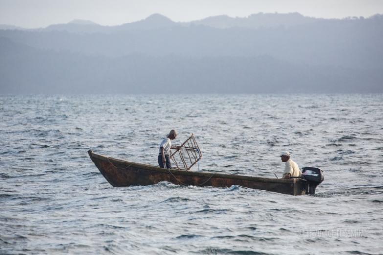 pêcheurs dans la baie de Samana